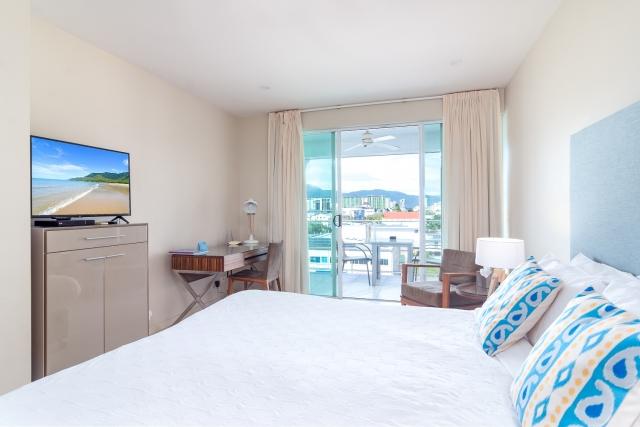 201 Lake Street, Hotel Room